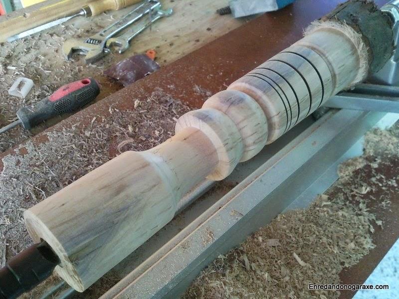 Torneando un tronco de madera. Enredandonogaraxe.com