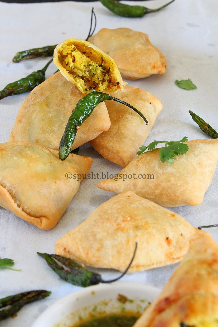 Spusht | Samosa: fried triangle pastry with savory filling