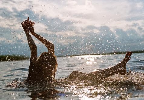 Sea Feel Free Girl
