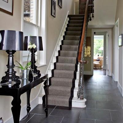alfombra neutra en escalera