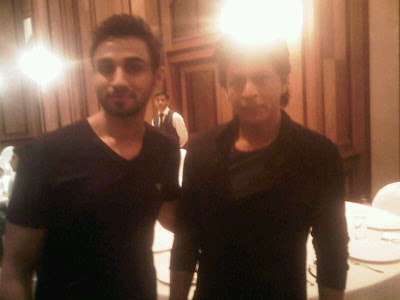 "Shahrukh Khan and Salman Khan ""Hug"" Each Other at Baba Siddique Iftaar Party"