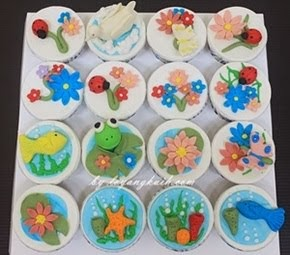 Cupcakes with figurines