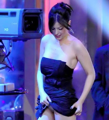 "Sara Tommasi Upskirt Pussy Flash On ""Chiambretti's Night"" TV Show"