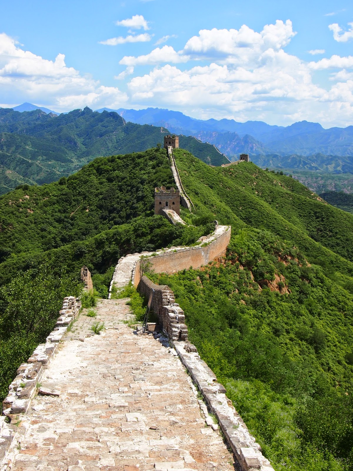unrestored sections of the Jinshaling Great Wall of China