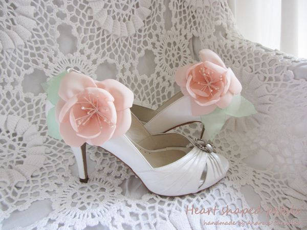 Bridal clip shoes pink flowers