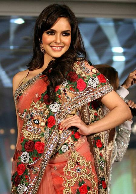 Shazahn Padamsee Walks on ramp at Gitanjali Bollywood Ticket nite