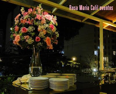 mesa buffet, arranjo alto rosa, decoração