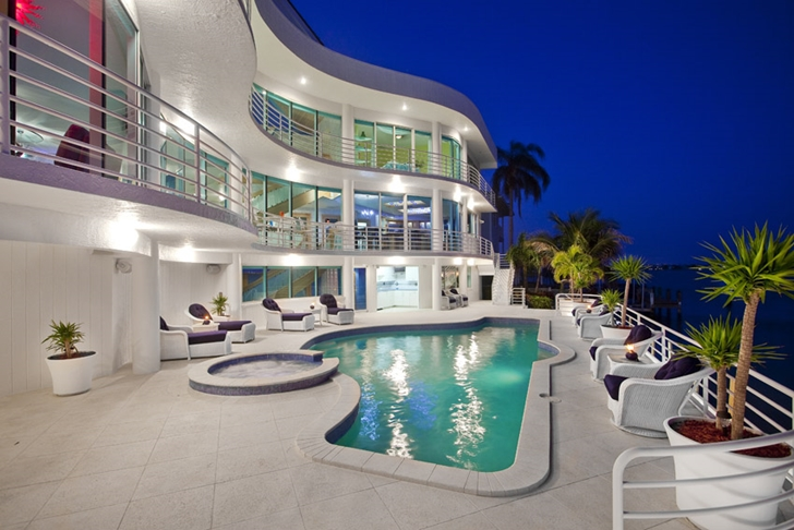 Terrace of Modern villa in Tampa Bay at night