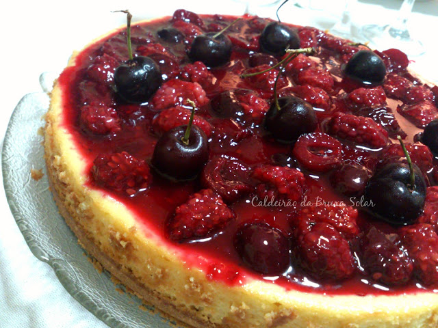 Cheesecake de amoras e cerejas