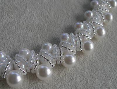 ...свадебного колье из бисера и жемчуга. цветы для ожерелья из бисера МК, . а так же бусы цена и схемы.