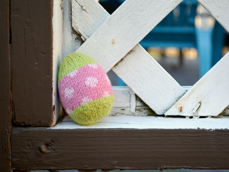 cozy birdhouse | little knit easter eggs