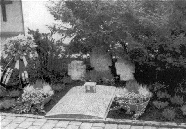 Graves slain German soldier prisoner American hands  Lippach