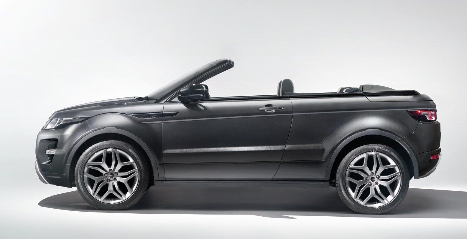 range rover evoque convertible concept 2012 geneva motor. Black Bedroom Furniture Sets. Home Design Ideas