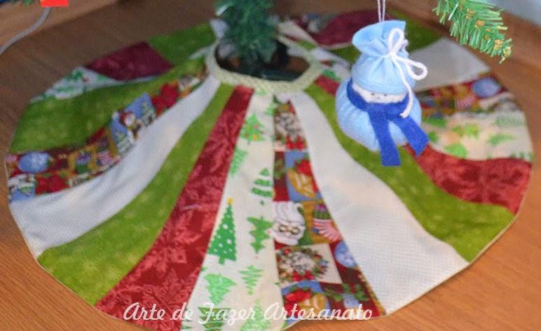 Saia para árvore de natal pronta com o viés ali no meio