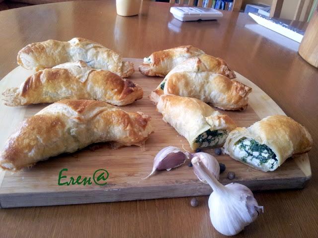 Греческие круассаны с брынзой и шпинатом.