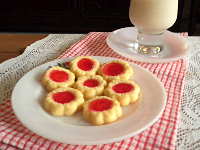 thumbprint cookies yield 50 cookies 125 g soft butter 190