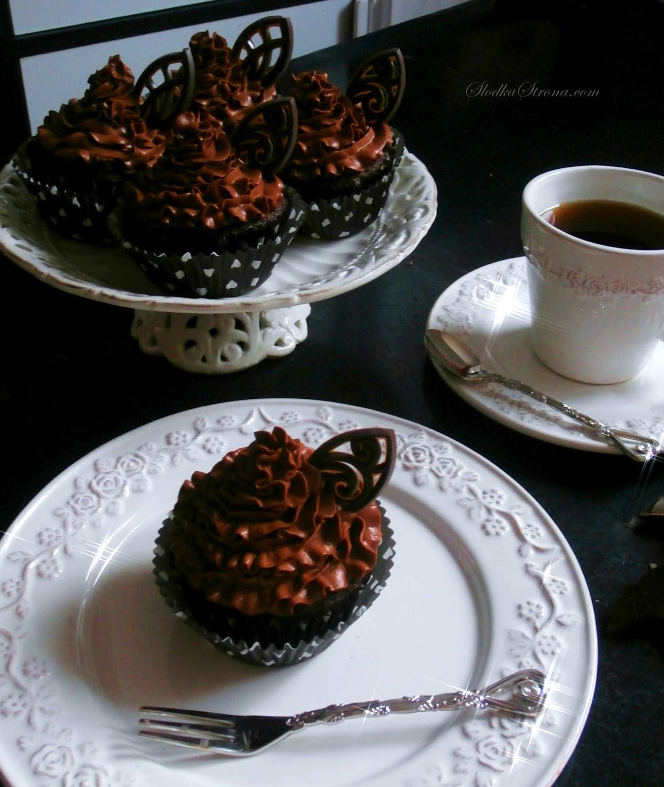 Czekoladowe Babeczki z Kremem Kakaowym - Przepis - Słodka Strona