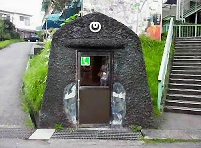 18 Creative and Unusual phone Booths (27) 12