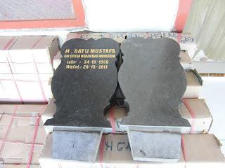 """<img src=""""Nisan Kembang granit.jpg"""" alt=""""Nisan Kembang granit tulungagung"""">"""