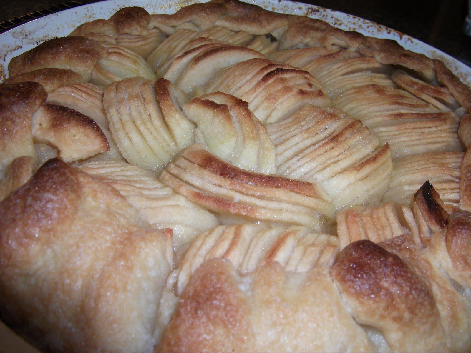 Nat's Adventures in Baking: Simple Apple Tart (★ ★ ★ ☆ ☆)