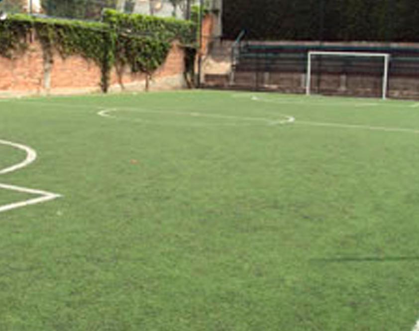 Cancha De Futbol De Pasto Sintetico Cuenta Con Tribunas Para 150
