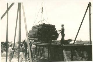 Trabajos en la Planta de impregnación de durmientes. 1954. Escárcega