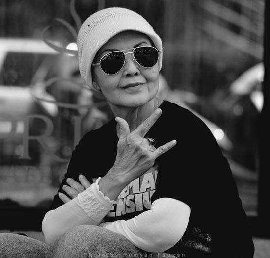 Hj. Isye Sumarni-pemeran Emak