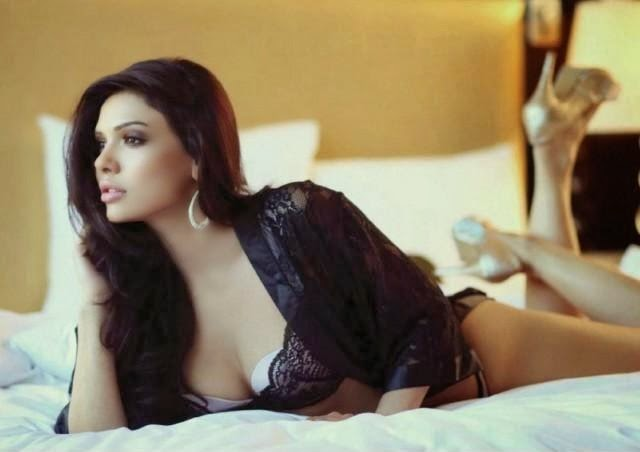 Sara loren Looks very Hot And Sexy In Black-White Lingerie, Sara Loren Hottest Pics
