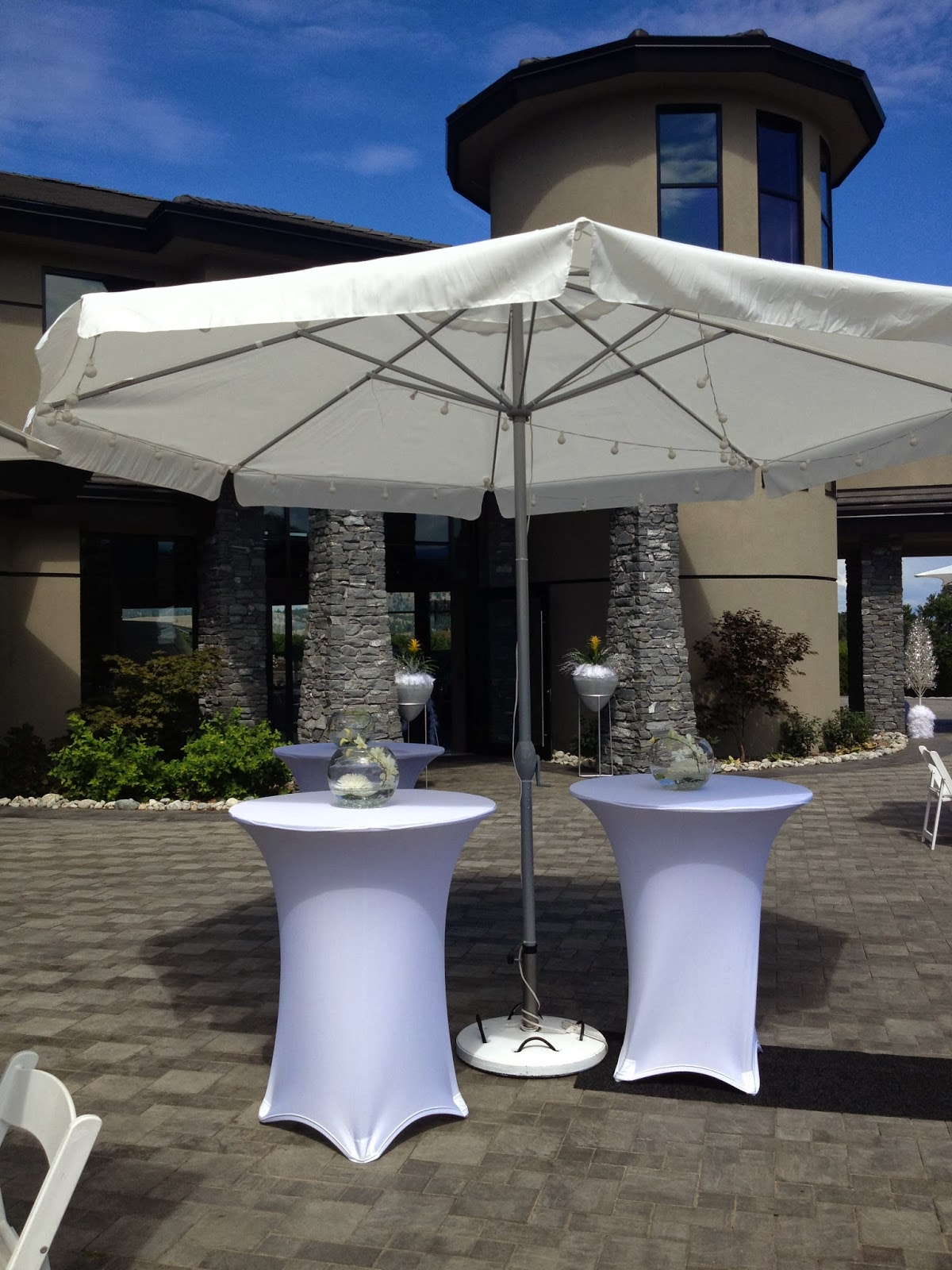 Outdoor Patio Wedding Decor