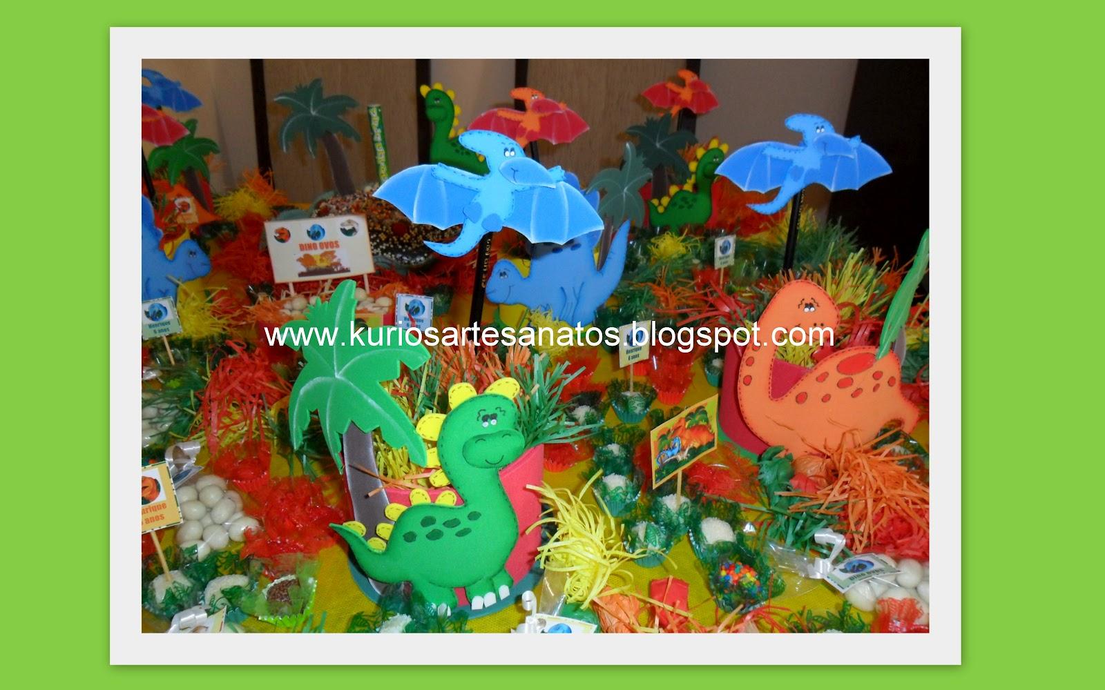 Ponteiras e enfeites de mesa festinha Dinossauros.