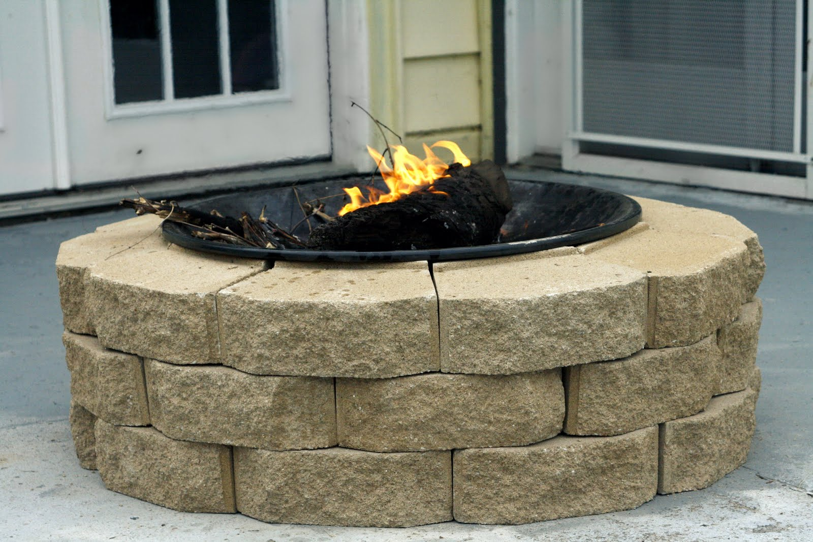 always chasing life diy fire pit. Black Bedroom Furniture Sets. Home Design Ideas