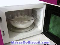 massa de biscuit no microondas