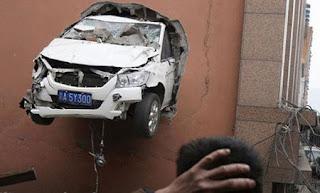 اغرب حوادث السيارات العالم
