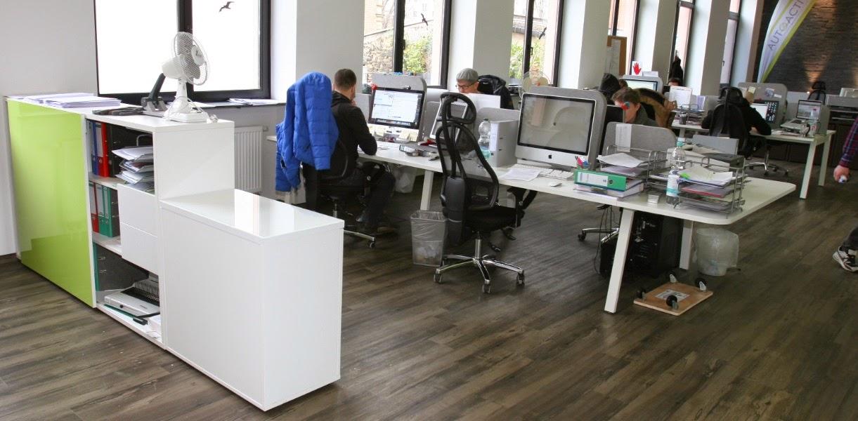 Colour up your office !: Büromöbel und Empfangstheken für Agenturen ...