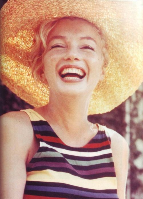 Marilyn Monroe pretty smile and wears a straw wide brim hat