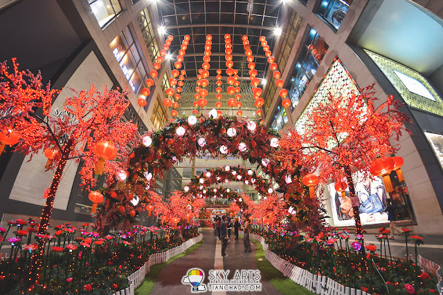Pavilion KL 2016 CNY deco - 'Arch of Longevity Peaches'