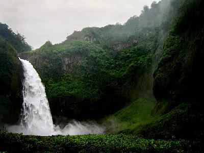 Cascada del Rio Malo, Napo, Ecuador