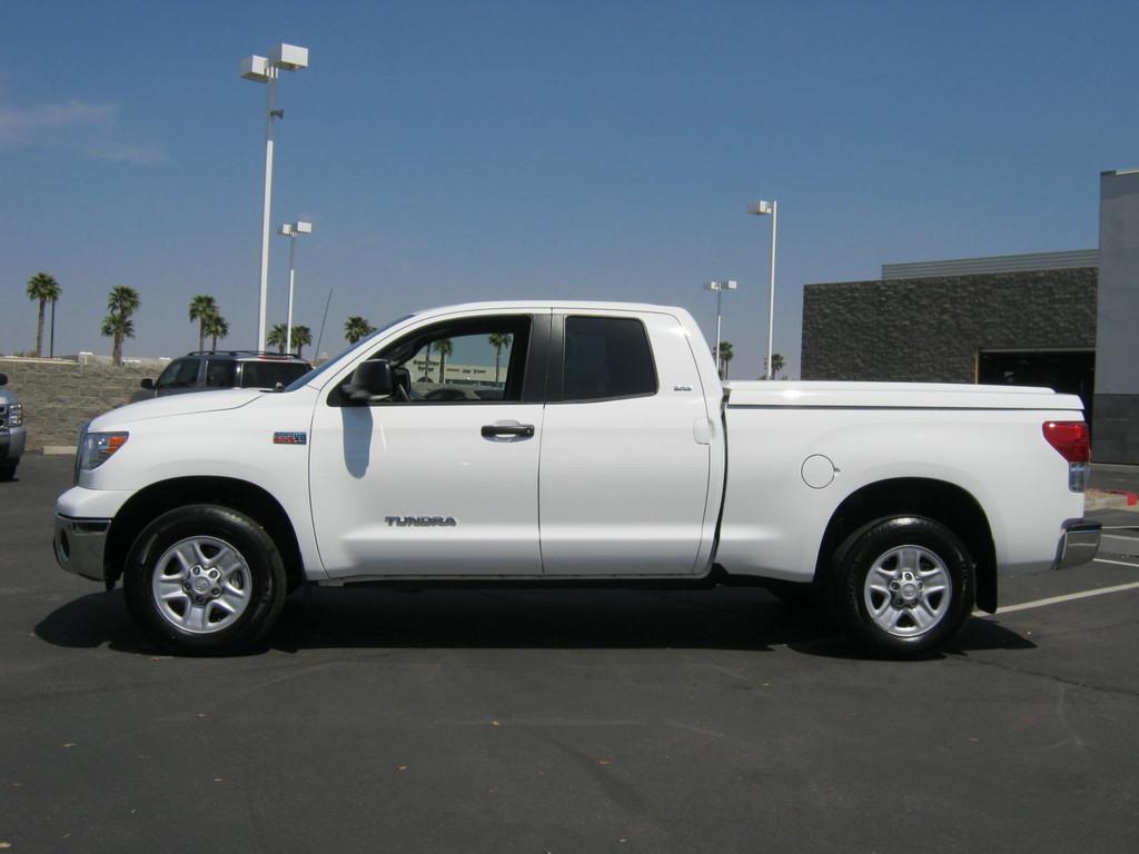 http://1.bp.blogspot.com/-GcufePNrvK0/Ta6OBKj2kcI/AAAAAAAABEQ/ygQd94V3w70/s1600/2010_toyota_tundra_4wd_truck_4d_double_cab_truck_93159013525774476.jpg