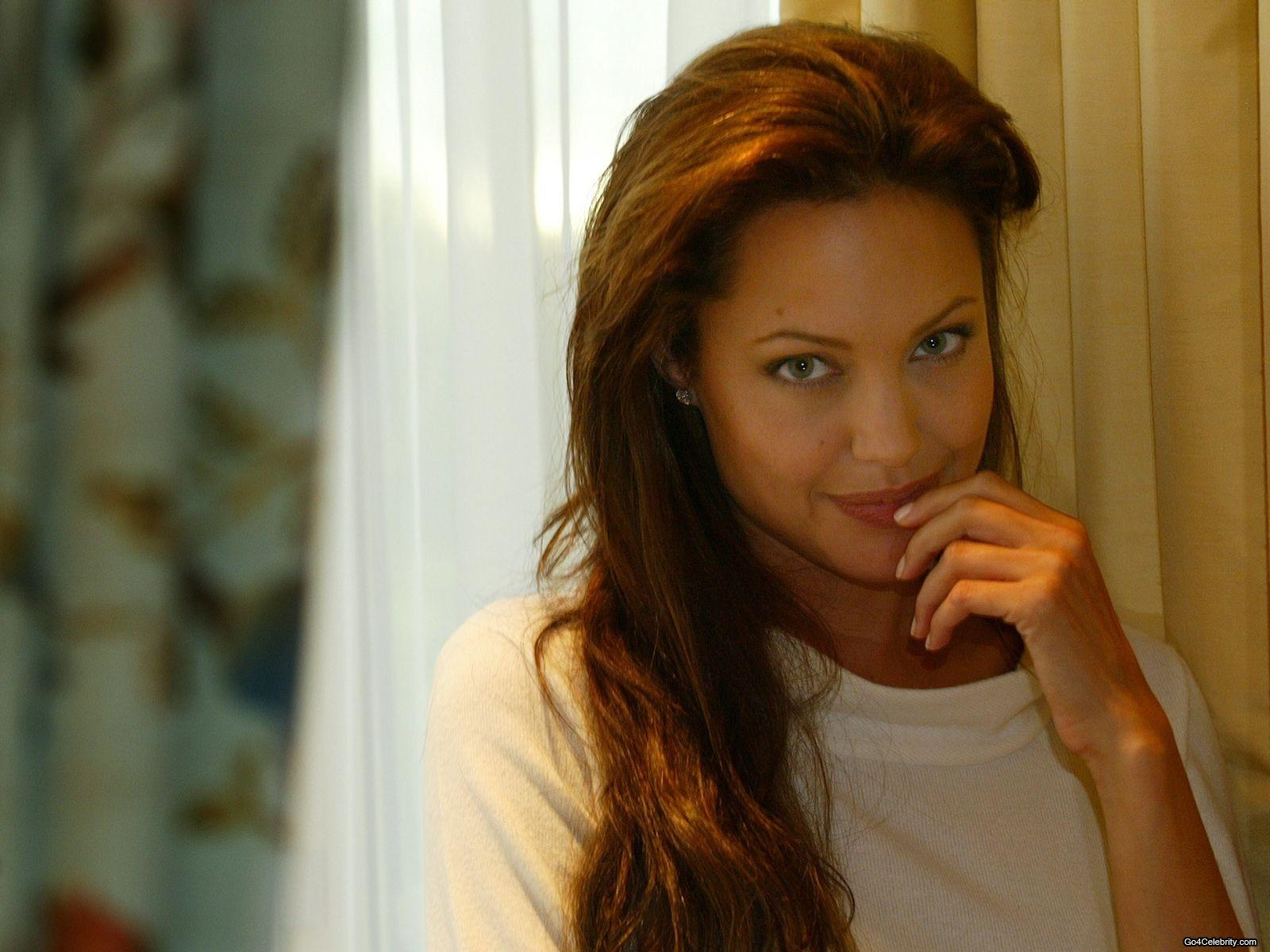 http://1.bp.blogspot.com/-GcxY8avATkI/UBTkgfDtAII/AAAAAAAAMa8/ufOeif-10p8/s1600/Angelina-Jolie-166.jpg