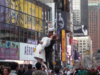 Rendición incondicional, estatua times square, estatua del beso, estatua marinero y enfermera