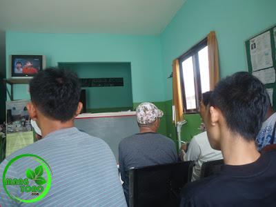 FOTO : Menunggu hasil tes kesehatan di Klinik BOHC Muara Badak