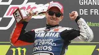 MOTOCICLISMO-Lorenzo se coloca en cabeza en el Mundial