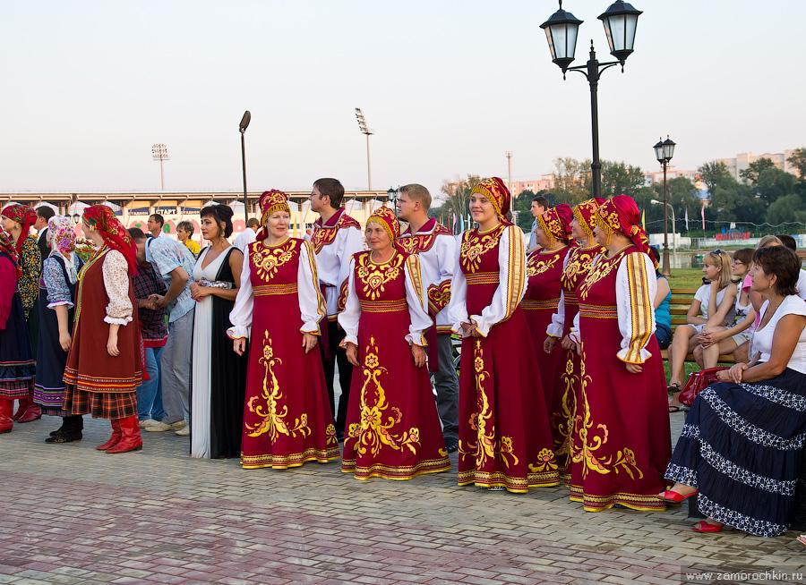 Творческие коллективы на открытии фонтана Навеки с Россией