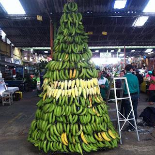 El Árbol de Navidad de la minorista colombia plaza de mercado, mayorista