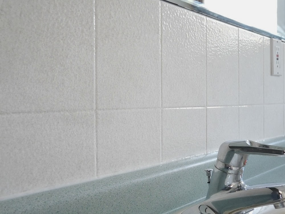 How to Paint Over Dated Ceramic Tile Dans le Lakehouse