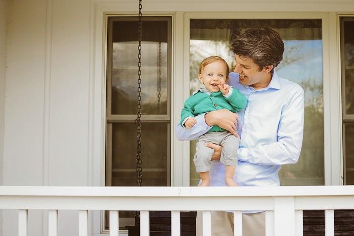 μωρό με τον μπαμπά