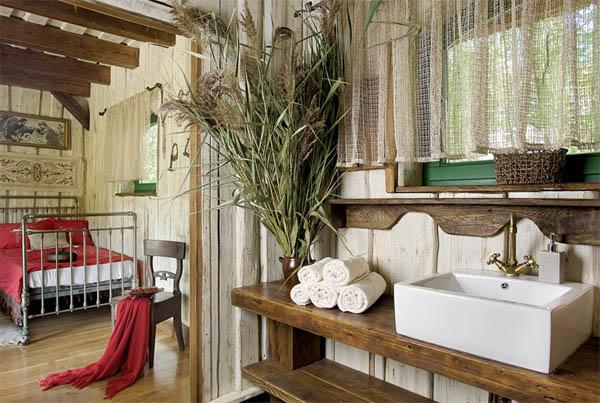 habitacion con baño rustico