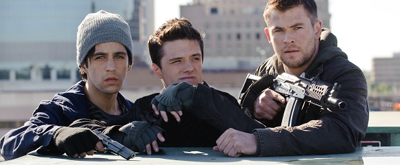 Josh Peck, Josh Hutcherson e Chris Hemsworth em AMANHECER VIOLENTO (Red Dawn)