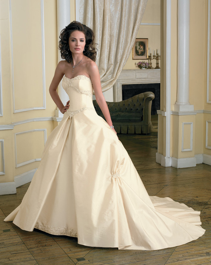 Wedding Gowns With Detachable Trains