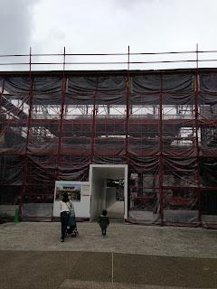 首里城は改装工事中でした。